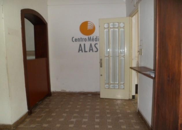MB Negocios Inmobiliarios VENDE. Laprida 1518. Casa Ph. 4 dormitorios. 3 baños. Ideal institucion