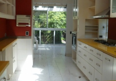 MB Vende. Casa 5 dormitorios, 7 baños. Pileta, jardin, jacuzzi. Categoria. Vista franca RIO. Luminosa